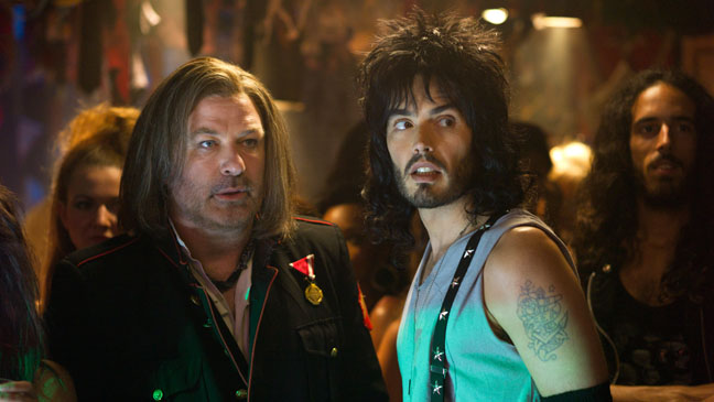 Alec Baldwin dans le rôle de Dennis Dupree et Russel Brand dans le rôle de Lonny Barnet.