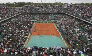 Cours à Roland Garros bâché pour la pluie