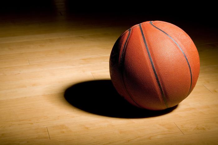 Les postes tournant autour du basket