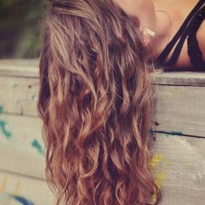 cheveux bouclés avec tresses