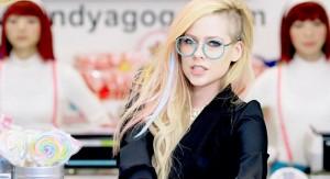 Cette photo est tirée du denier vidéoclip de la chanteuse canadienne.