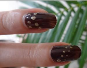 Des points sur vos ongles