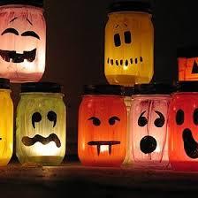 Bon plan d'Halloween : des photophores maison comme décorations