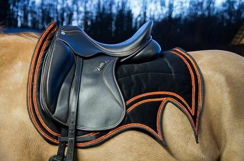 cr ativ tapis magazine cheval monchval mag bien plus qu 39 un magazine sur le cheval et l. Black Bedroom Furniture Sets. Home Design Ideas