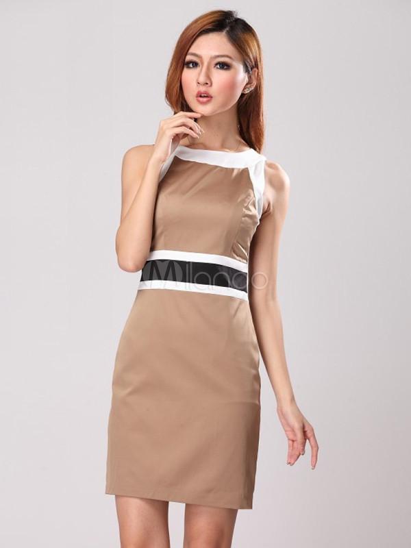 Une robe en acétate est parfaite pour les fêtes au bureau