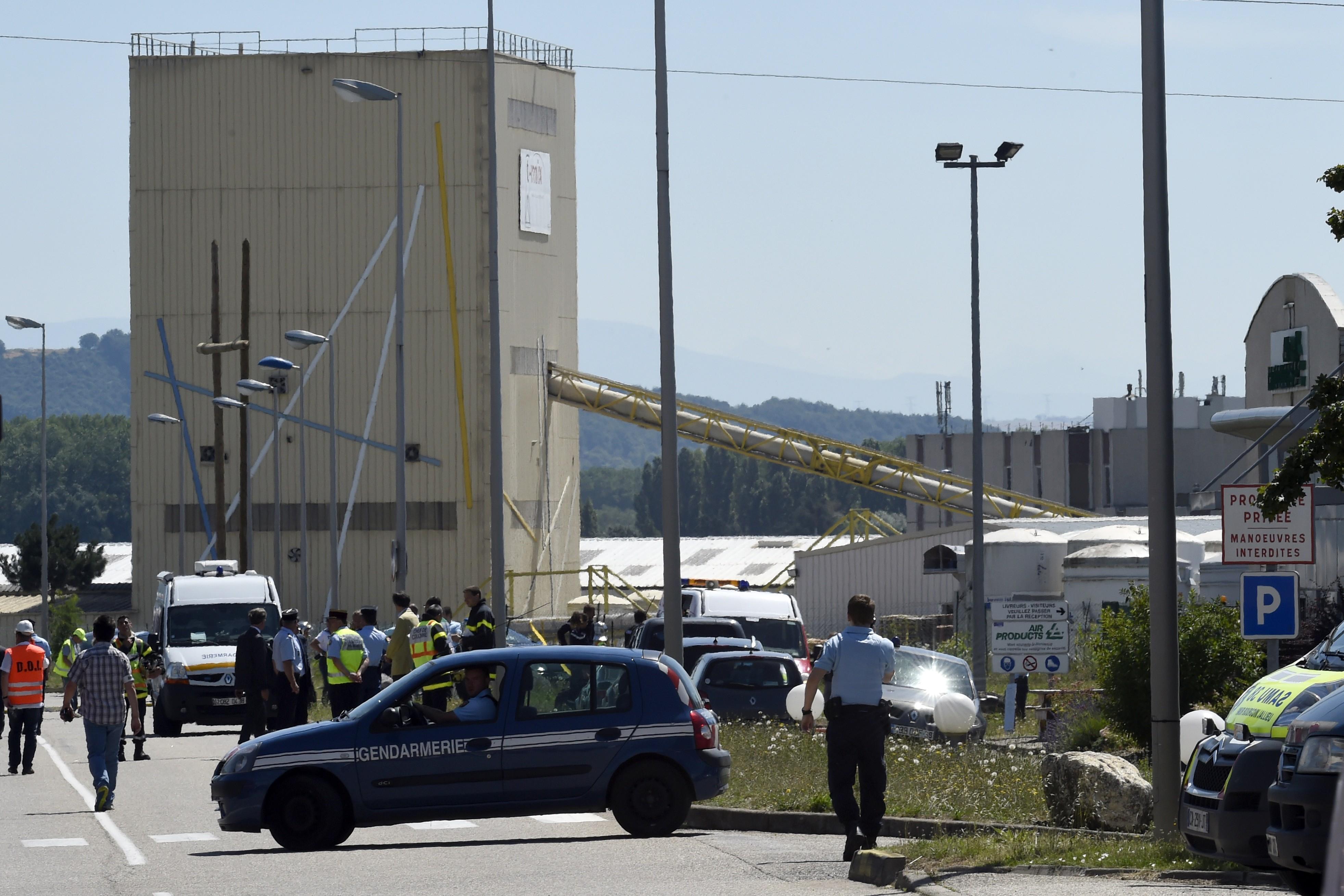 7778901169_un-attentat-a-ete-commis-vendredi-dans-un-site-de-gaz-industriels-en-isere-pres-de-lyon