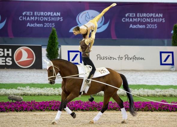 Championnats Europe équitation aachen 2015 voltige