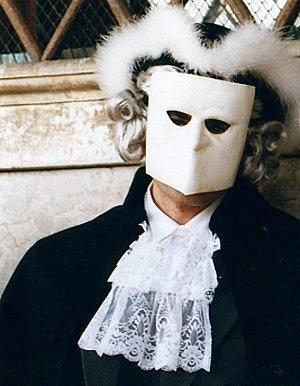 Les masques vénitiens sont populaires