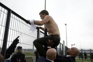 Directeur ressources Air France dans une émeute des employés