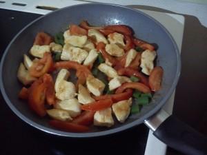 Fajitas 3-poulet+tomates et poivron poêle