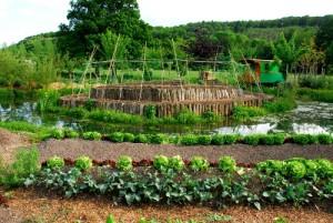 Ferme du bec Hellouin montrant un jardin