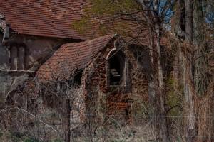 Cache-cache dans un village abandonné