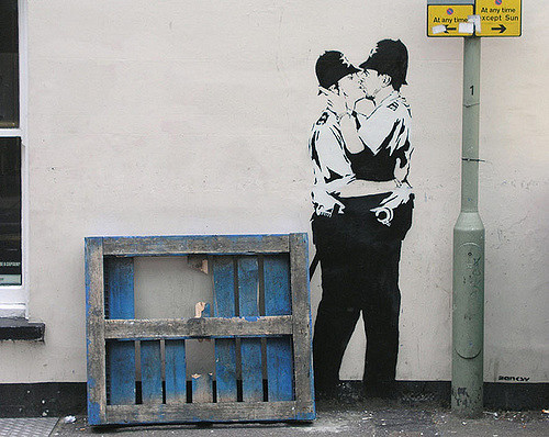 kissing coppers banksy