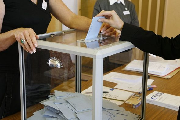 Une urne de vote