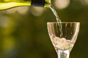 Coupe de champagne et bouteille