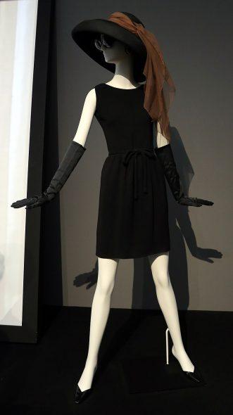 Hubert de Givenchy a créé plusieurs robes pour Hepburn