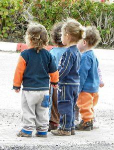 enfants de moins de 6 ans maternelle