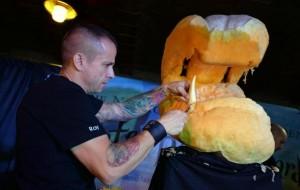 Sculpture sur citrouilles de Halloween : tête de plante carnivore