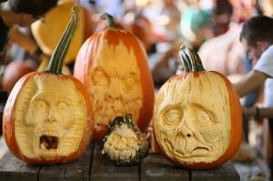 Sculpture sur citrouilles de Halloween : visage réaliste