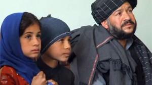 Il s'agit d'une photo prise des trois Afghans.