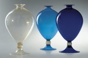Trois vases faits de verre de Murano
