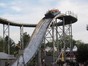Dans le parc de La Ronde à Montréal, il s'agit d'un des deux manèges qui mouillent le plus les gens qui s'y aventurent. Ce manège est disponible dans le sixième bon plan pour sortir à Montréal.