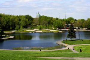 Il s'agit d'une photo du parc du Mont-Royal à Montréal en été, qui est un bon plan à Montréal.