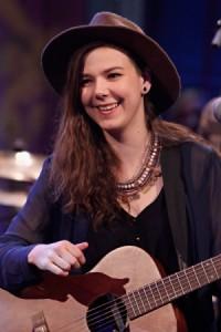 La chanteuse d'Of Monsters and Men, Nanna Bryndís Hilmarsdóttir