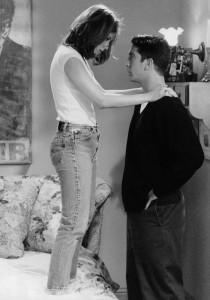 Rachel de Friends en t-shirt blanc