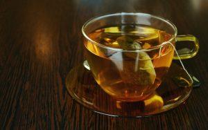 tasse de thé fumante