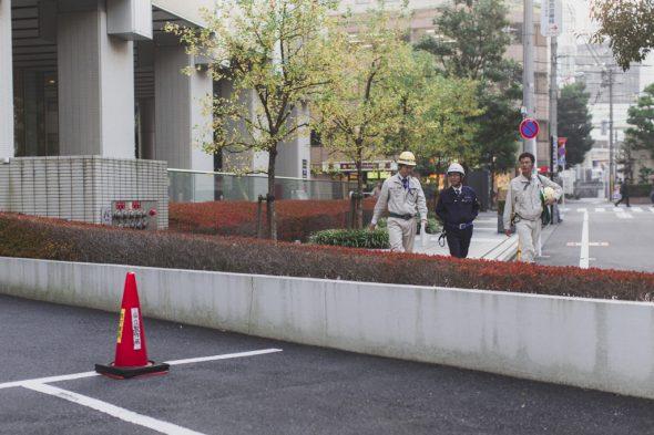 employés dans la rue au japon