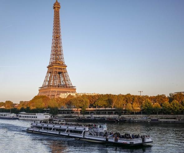 Fleuve à Paris Seine ou Yonne